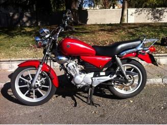 Alquiler de Moto Yamaha YBR 125 CLASSIC SP Naked Madrid
